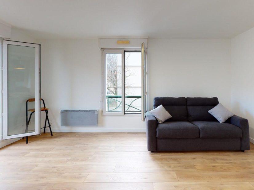 location studio maisons-alfort: 33 m² meublé, pièce à vivre ouverte sur un balcon, cave, parking, centre ville mairie