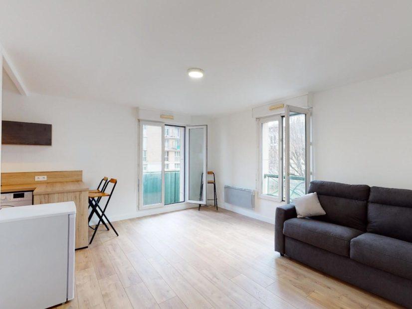 studio à louer maisons-alfort: 33 m², pièce à vivre avec balcon, meublé d'un canapé