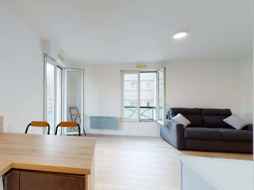 studio meublé maisons alfort: 33 m², belle pièce à vivre lumineuse avec son coin repas