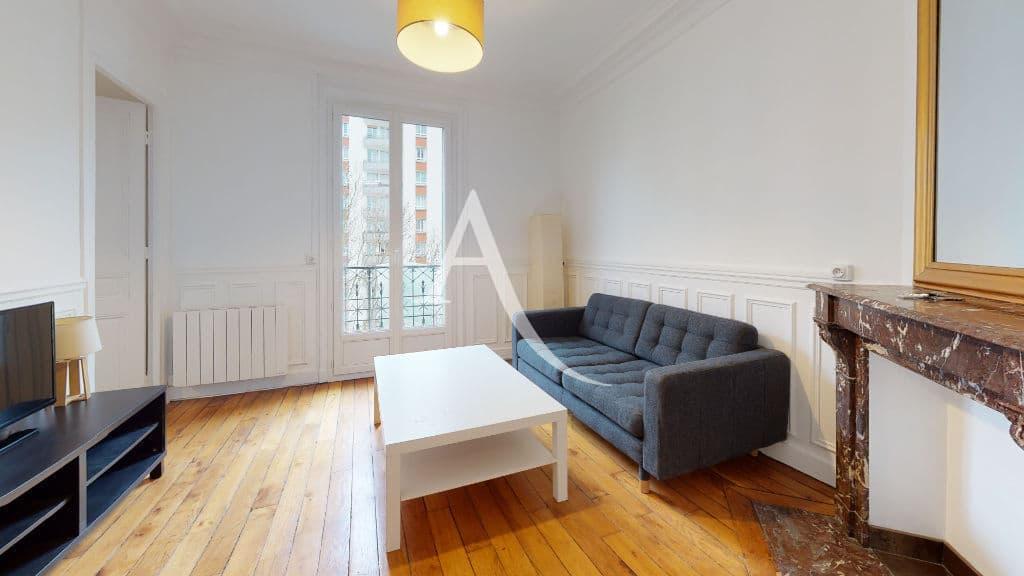 louer appartement à charenton-le-pont: 2 pièces, séjour avec meuble et téléviseur