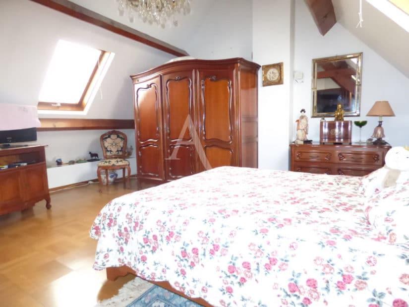 vente de pavillon dans le 94: 141 m², entre rer et tramway, avec séjour double, 4 chambres, jardin et garage