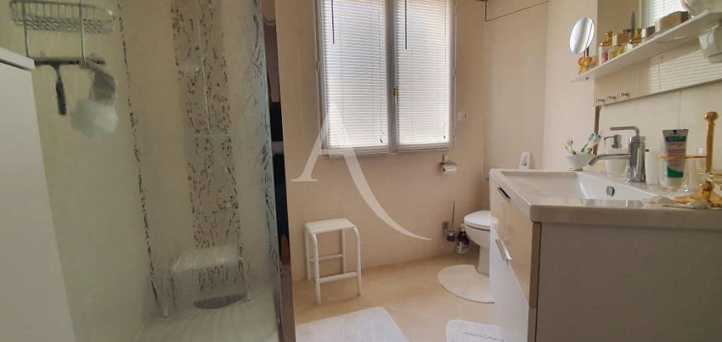 agence immobilière 94: maison 5 pièces 141 m², salle de bains au premier étage