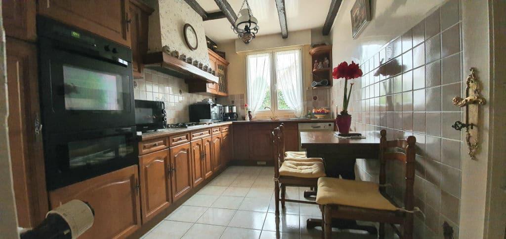 gerer agence immobiliere: maison 5 pièces 141 m² à vendre, grande cuisine aménagée et équipée