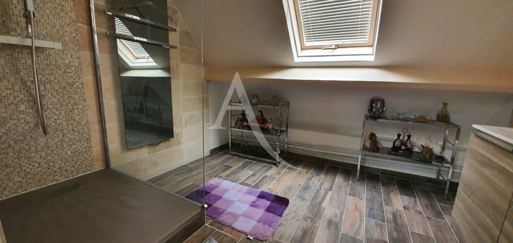agence immo 94: maison 5 pièces 141 m², seconde salle de bains au 2° étage