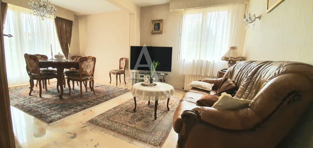 agence immobilière adresse: maison 5 pièces 141 m², dont un double séjour lumineux