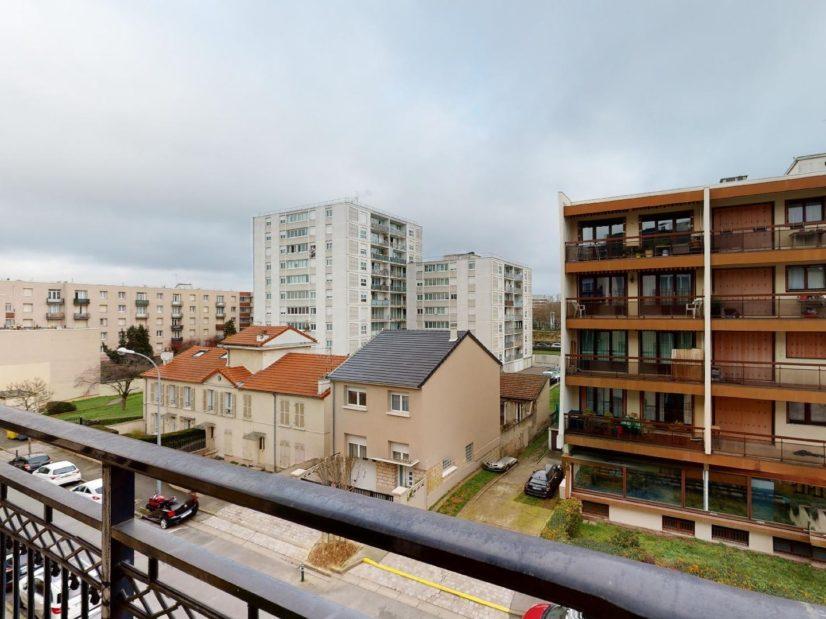 agence de location appartement: 2 pièces 46 m², grand balcon, 2° étage / 4 avec ascenseur
