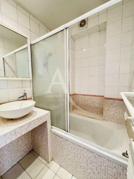 appartement à vendre à charenton-le-pont: 2 pièces 37 m², salle de bain avec baignoire