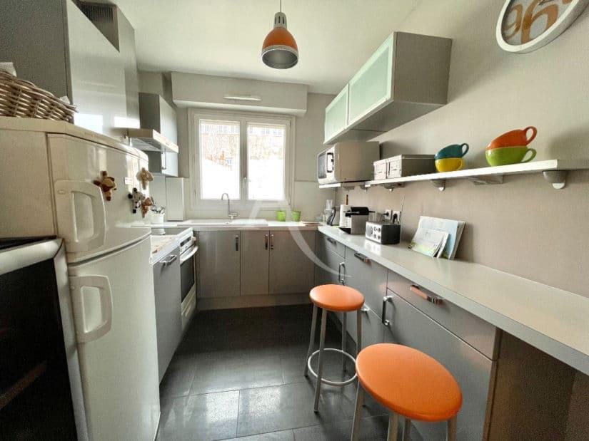 appartement charenton le pont: 4 pièces 81 m², cuisine aménagée et équipée