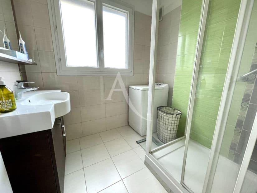 appartement à vendre à charenton-le-pont: 4 pièces 81 m², salle d'eau avec douche