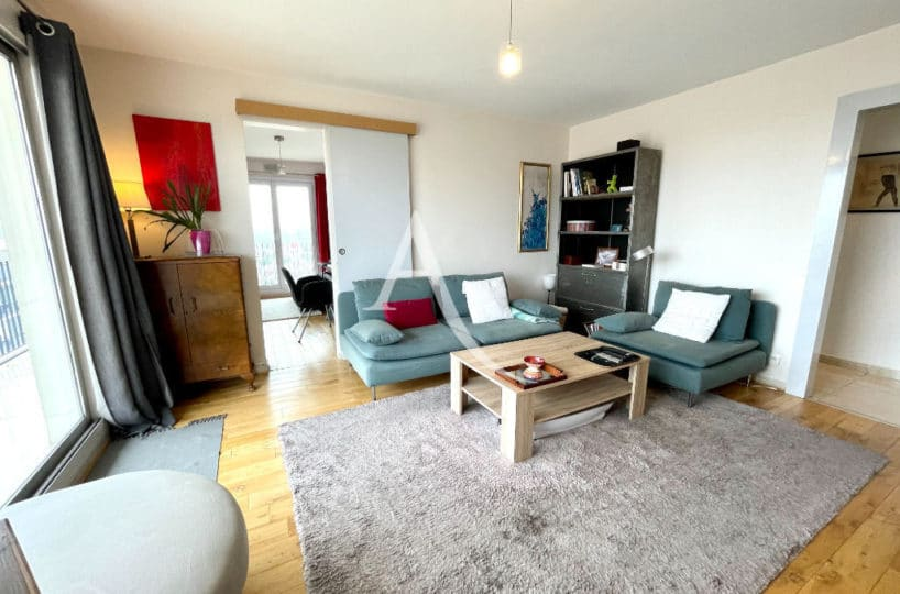 appartement maison alfort: 3 pièces 60 m², salon avec parquet au sol, suspension lustre
