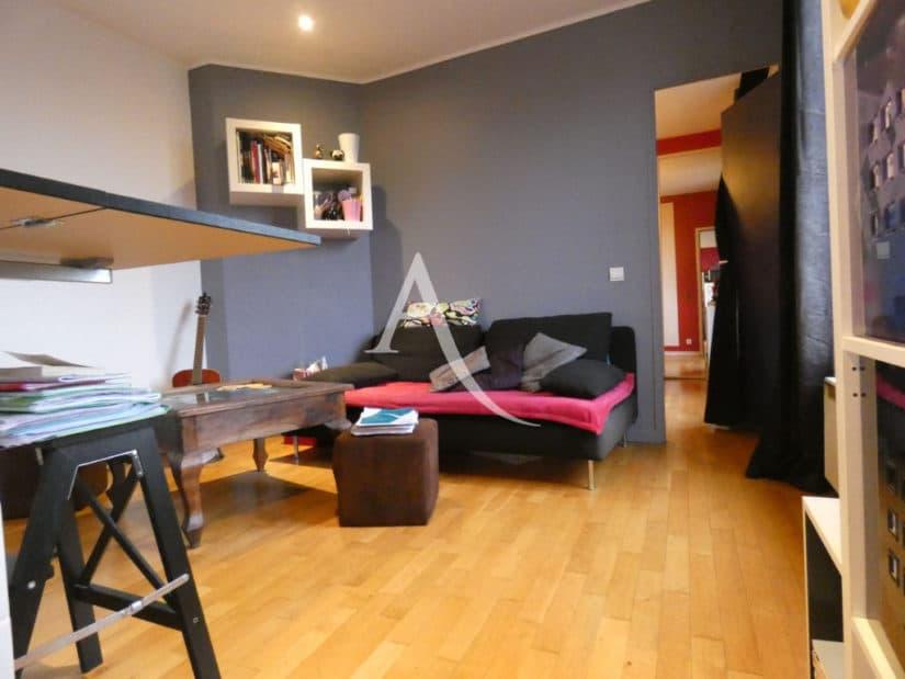 estimation appartement alfortville: 2 pièces 32 m², séjour bien agencé, canapé, bureau