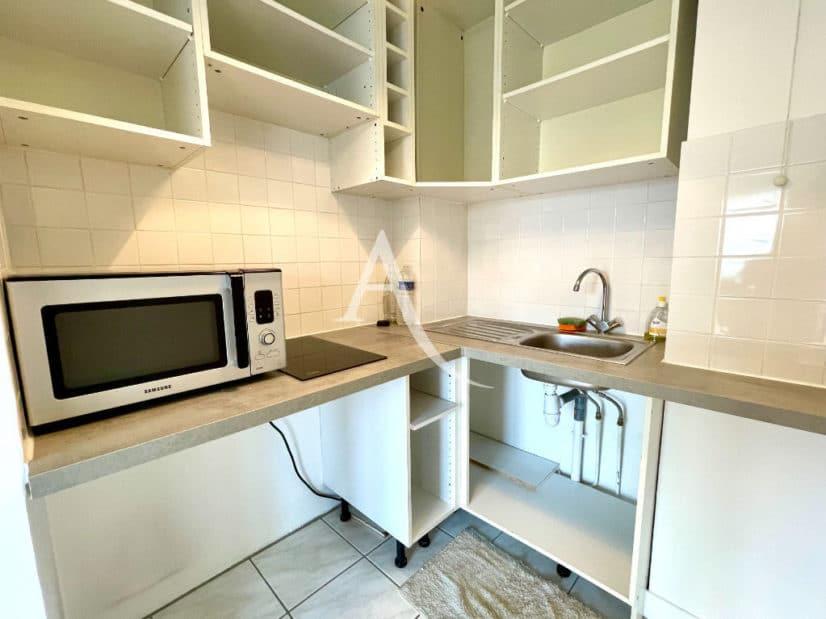 vente studio à maisons-alfort: 30 m², cuisine aménagée de plaques et d'un four