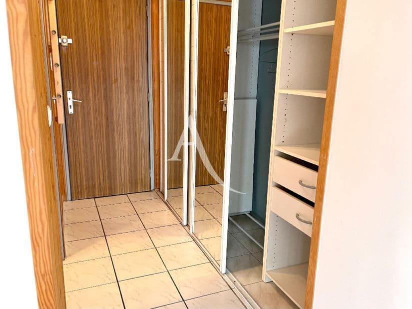 studio à vendre à maisons alfort: 30 m², entrée avec grand placard / dressing