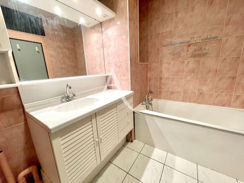 vente studio maison alfort: 30 m², salle de bain avec baignoire et wc