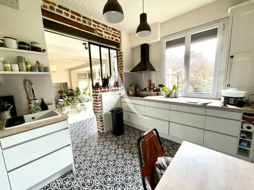agences immobilières maisons alfort: pavillon 6 pièces 136 m², cuisine surplombant le séjour