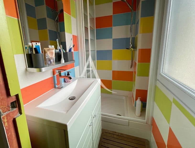 agence immo maisons alfort: villa 6 pièces 136 m², salle de bain avec douche