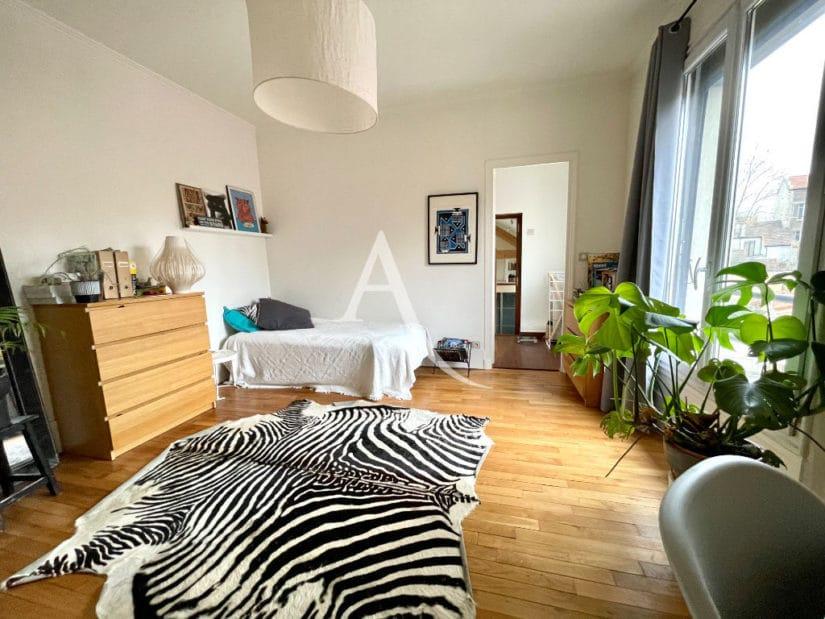 vente maison 94700: 6 pièces 136 m², chambre lumineuse, lit double, plafonnier