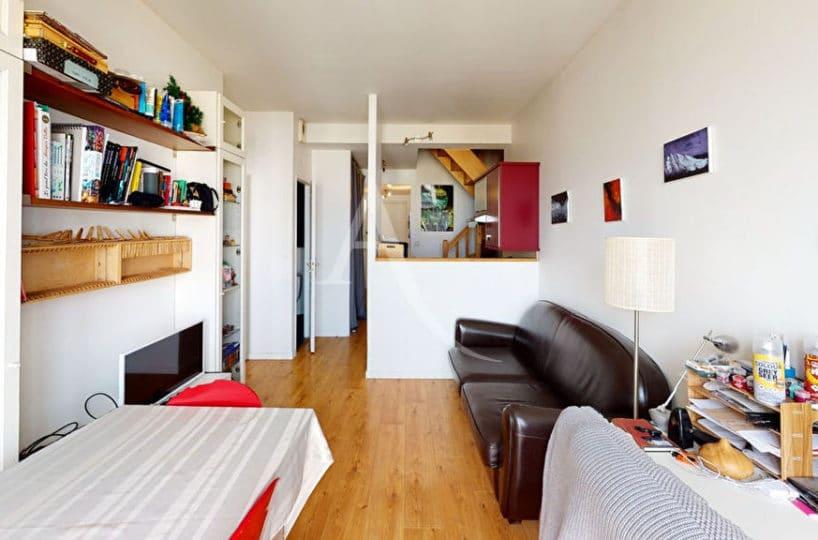 agence alfortville: 2 pièces 38 m², séjour meublé, canapé, bibliothèque, table