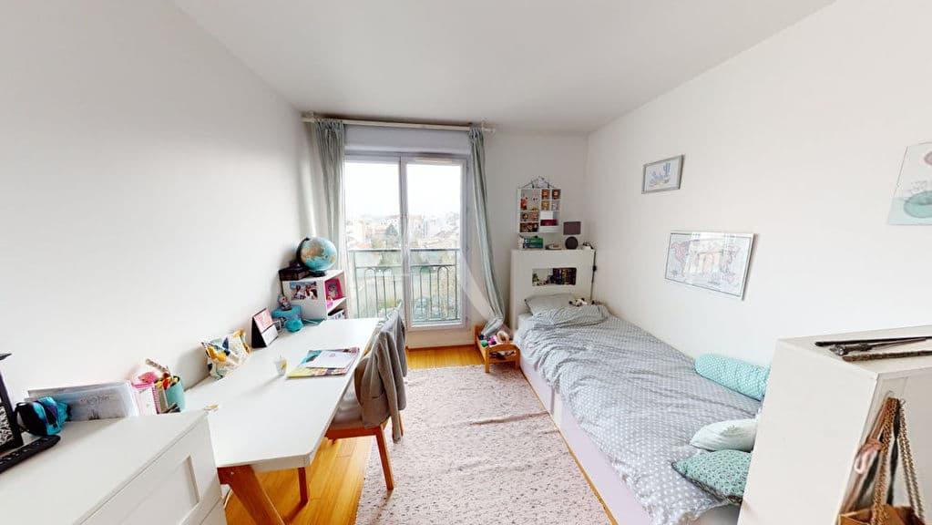 appartement alfortville: 4 pièces 92 m², chambre lumineuse avec lit simple, grand bureau