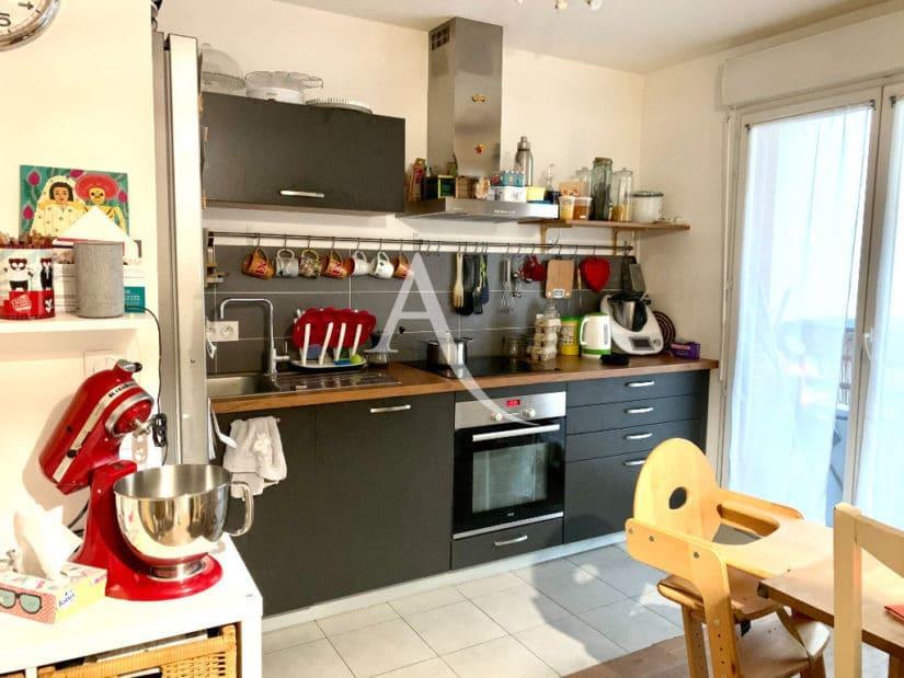 vente appartement maisons-alfort: 3 pièces 62 m², cuisine aménagée et équipée, balcon