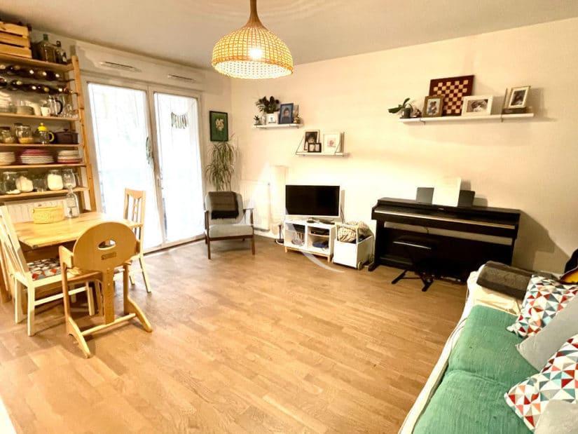 vente appartement maison alfort: 3 pièces 62 m², salon avec balcon, parquet au sol
