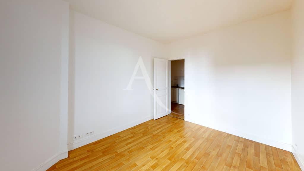 louer appartement à alfortville: 2 pièces 30 m², salon avec parquet au sol
