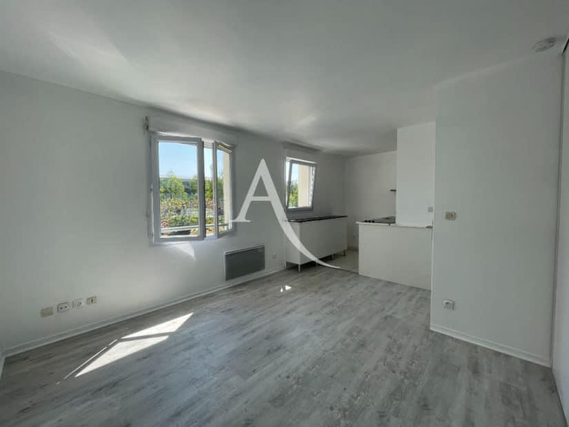 location appartement val de marne: studio 25 m², une entrée, un grand placard dressing