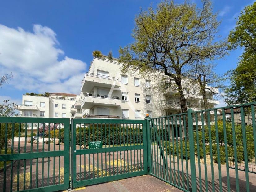 location vente appartement 94: studio 25 m², dans superbe résidence récente proche métro et hôpital henri mondor