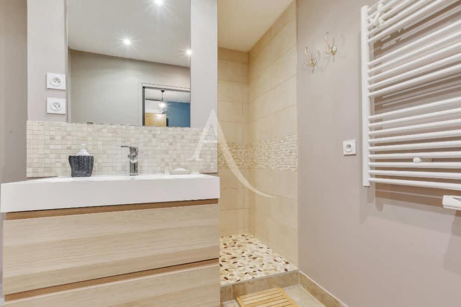 agence immobilière alfortville: 3 pièces 71 m², belle salle d'eau avec douche