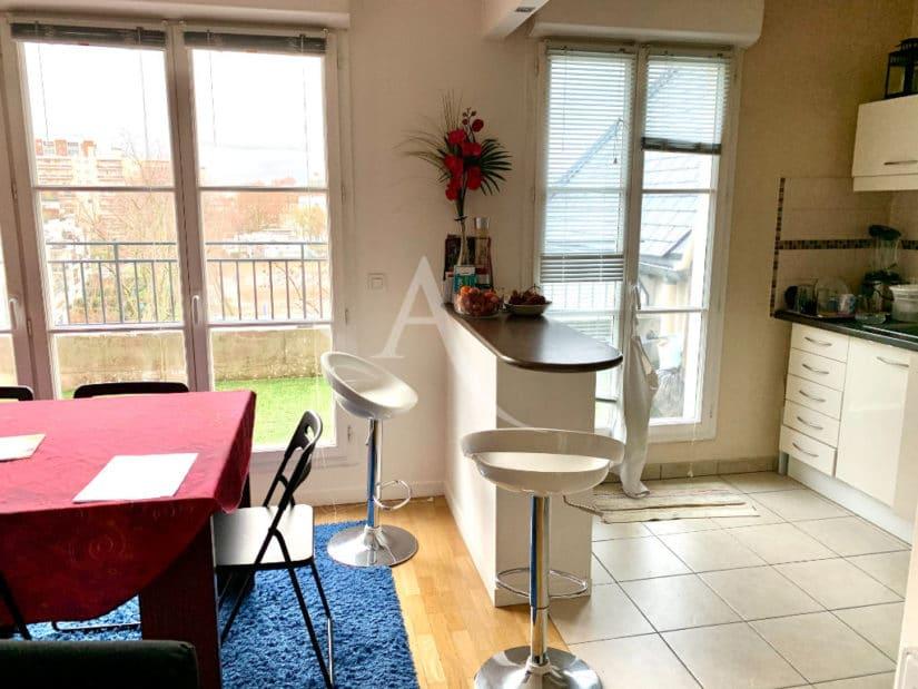 appartement maison alfort: 3 pièces 68 m², cuisine américaine avec coin repas, terrase