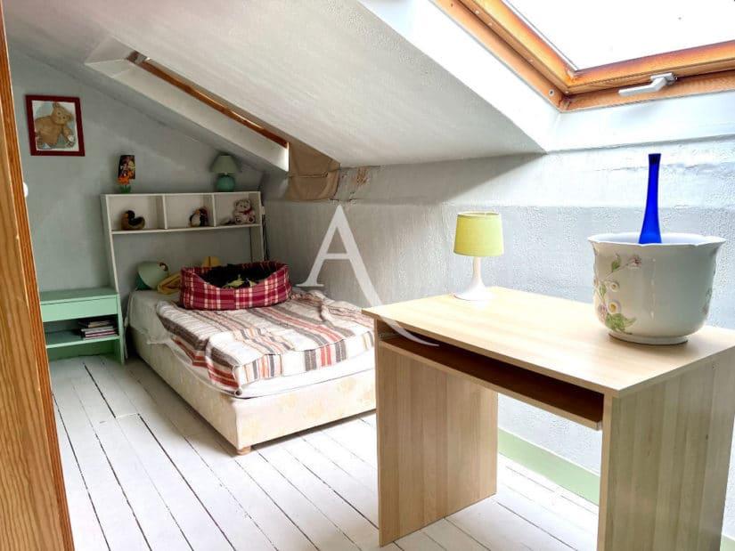 agence immobilière maison alfort: 6 pièces 120 m², 4° chambre, lit double, velux
