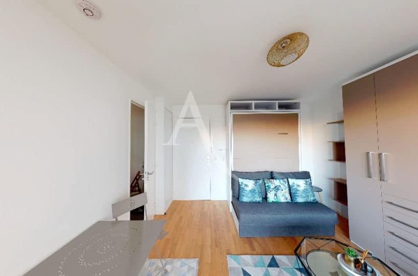 vente studio à alfortville: 27 m², pièce aménagée d'un lit et une table escamotable
