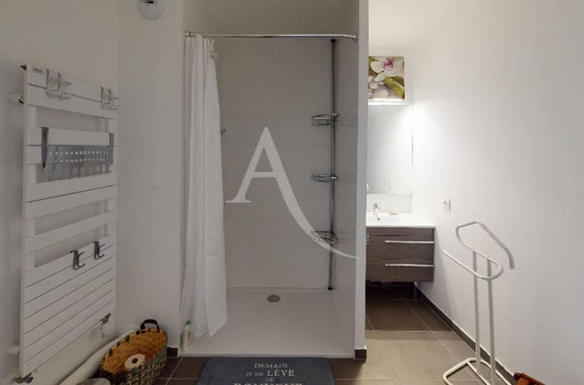 appartement a vendre alfortville: 27 m², salle d'eau avec douche, wc, séche-serviettes