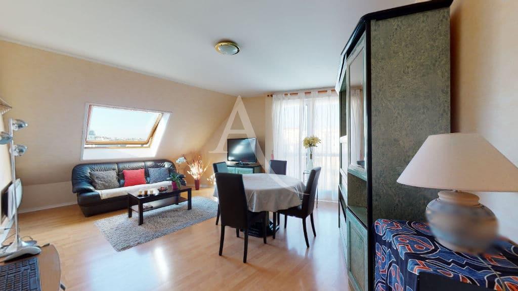 appartement charenton le pont: 3 pièces 76 m², séjour avec luminaire au plafond