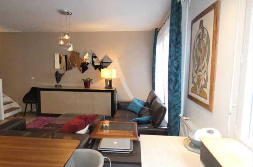 appartement alfortville location: 3 pièces 64 m², séjour lumineux, lustre moderne