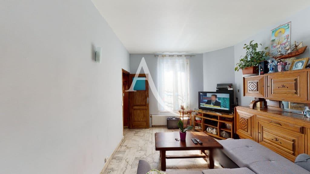 vente de pavillon dans le 94: 6 pièces 105 m², séjour lumineux, applique murale