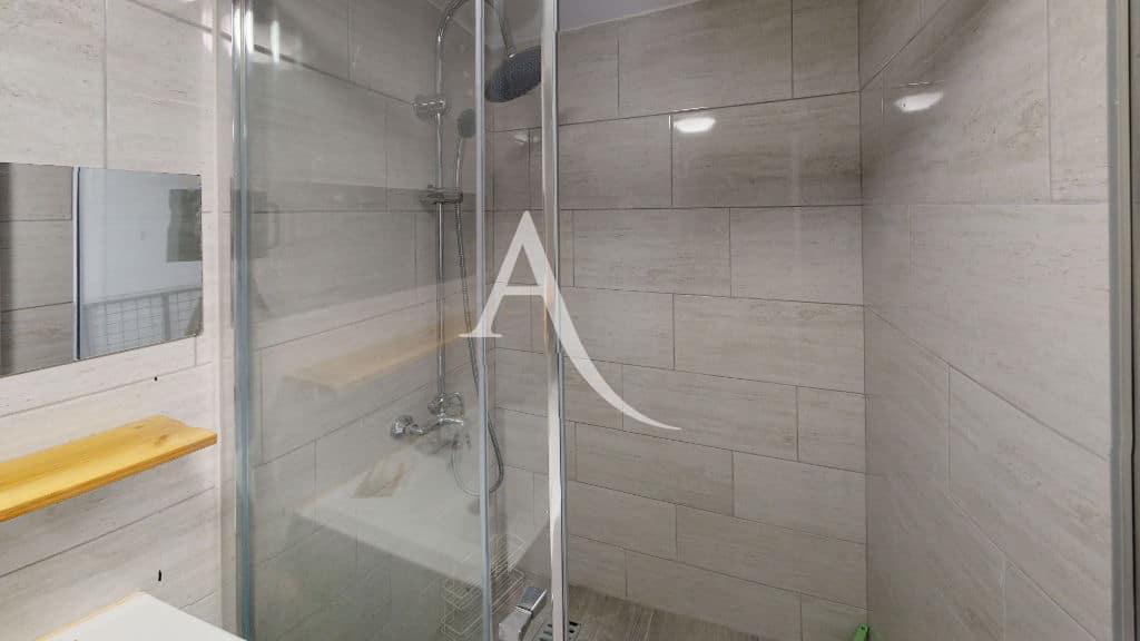 agence immobilière ouverte le samedi: 6 pièces 105 m², salle d'eau avec douche