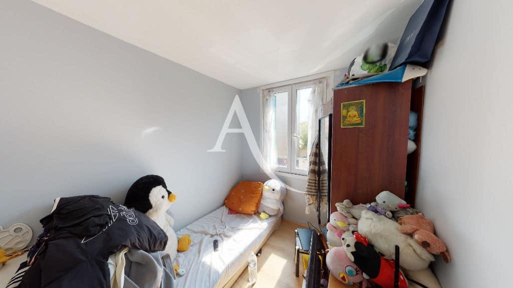 immobilier 94: 6 pièces 105 m², chambre à coucher au 3° étage, lit simple