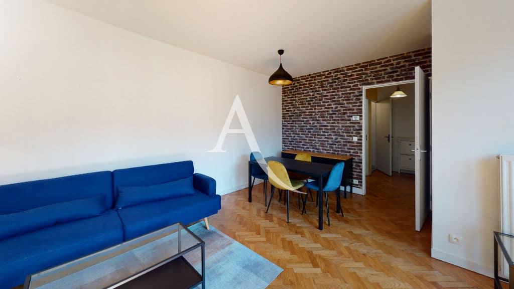 appartement alfortville location: 2 pièces 50 m², séjour avec canapé, table basse