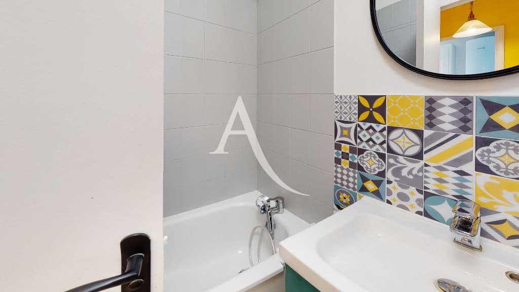 l'adresse alfortville: 2 pièces 50 m², salle de bain avec baignoire, wc séparé