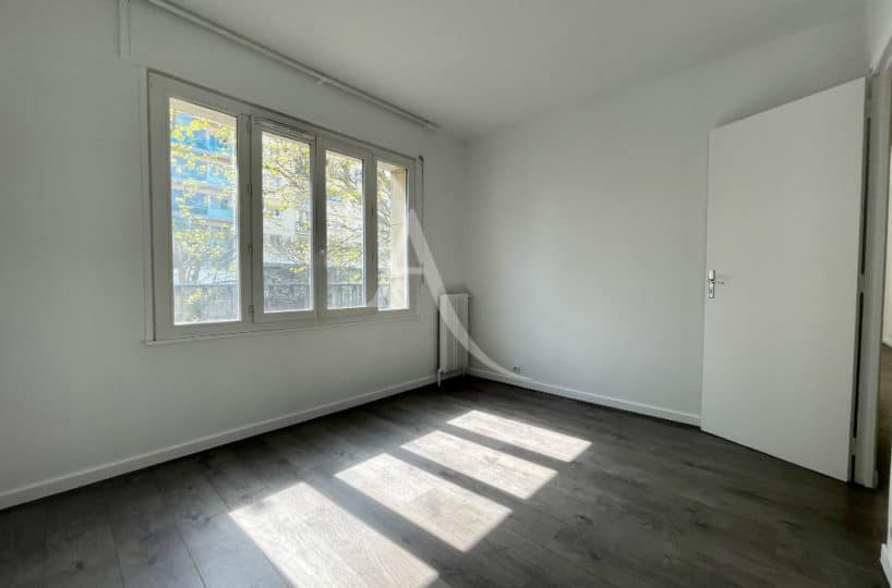 appartement à vendre à charenton-le-pont: 2 pièces 43 m², chambre à coucher lumineuse