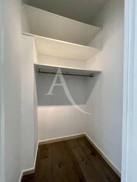 appartement charenton le pont: 2 pièces 43 m² à vendre, coin dressing avec étagères