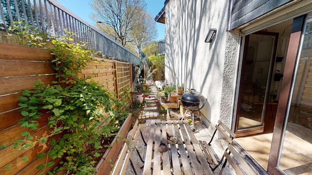 agence d immobilier: 3 pièces 54 m², terrasse avec allée de pavés, jardin 39 m²