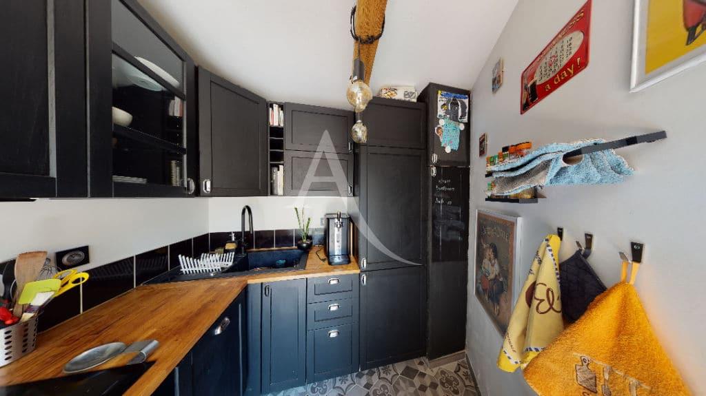 agence immo 94: 3 pièces 54 m², cuisine entièrement aménagée et équipée, four, plaques