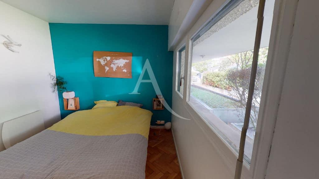 vente direct immo: 3 pièces 54 m², chambre à coucher avec grande baie vitrée