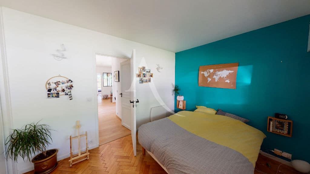 94 immobilier: 3 pièces 54 m², chambre à coucher lumineuse, lit double