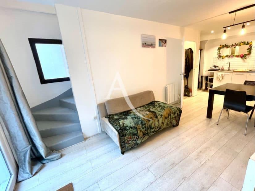 maison à vendre charenton: 3 pièces + studio, aperçu du séjour avec coin cuisine