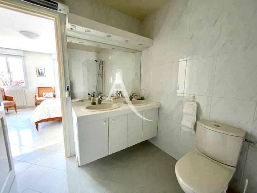 vente maison maisons-alfort: 7 pièces 191 m², salle de bains de la suite parentale
