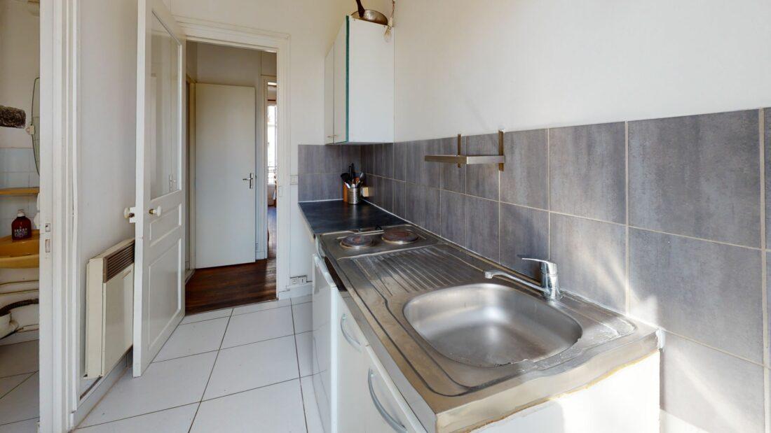l'adresse valerie immobilier - studio meublé à montreuil refait à neuf 20 m², cuisine séparée vue sur jardin