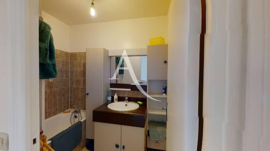 agence immo alfortville: 3 pièces 65 m², salle de bain avec baignoire, wc séparé